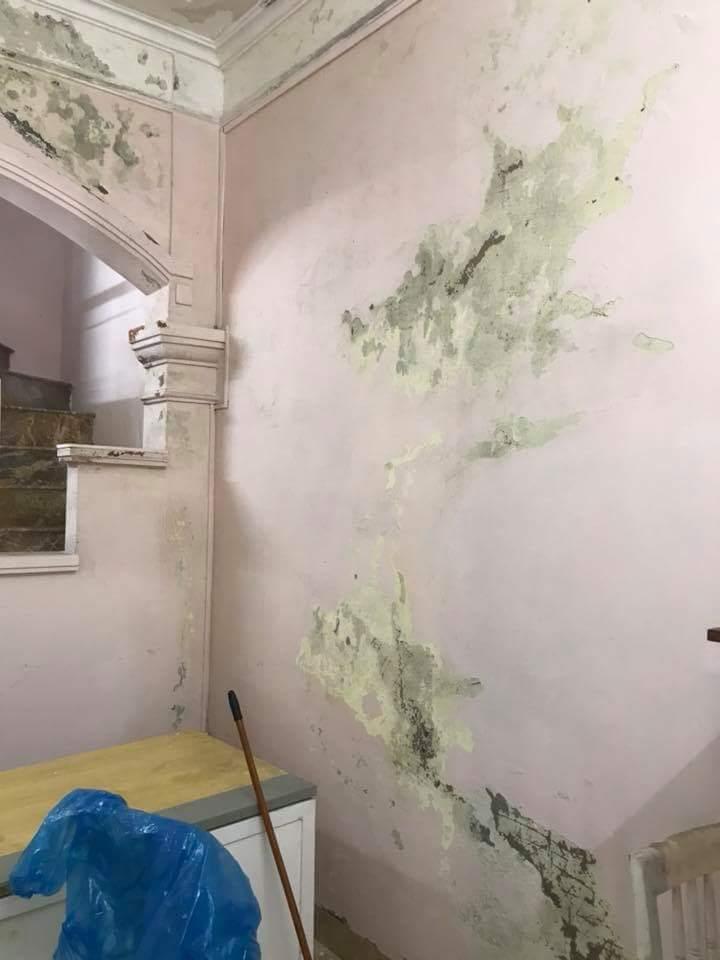 tường nhà bị thấm